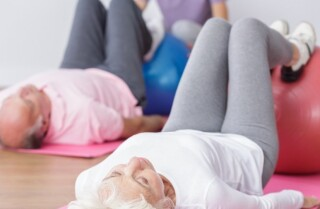 La masa muscular disminuye con la edad