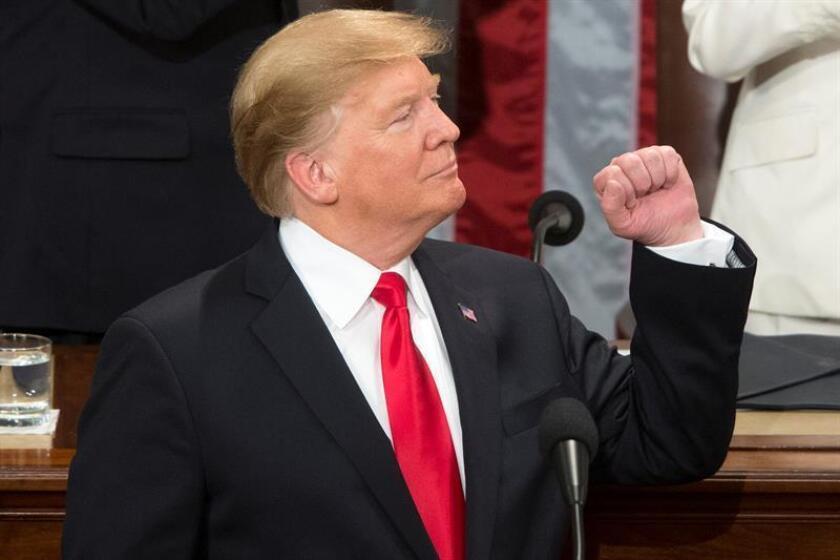 El presidente estadounidense Donald J. Trump (c) en el Capitolio en Washington, DC (EE. UU.). EFE/Archivo