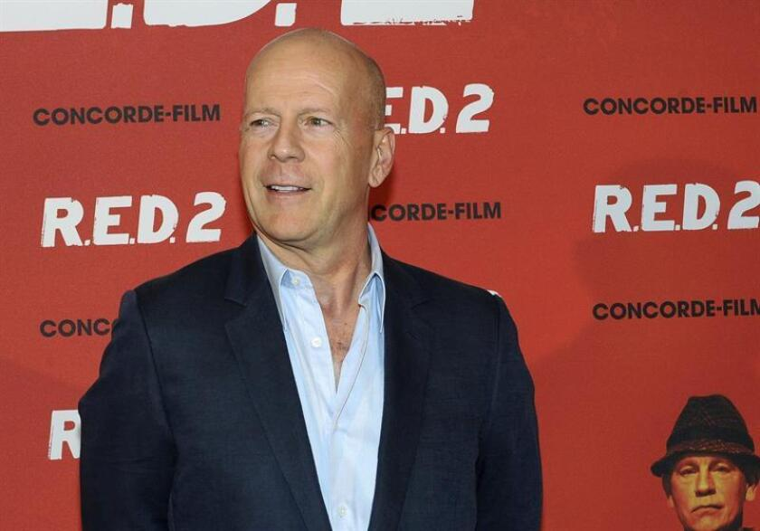 El actor estadounidense Bruce Willis posa para los fotógrafos durante una alfombra roja. EFE/Archivo