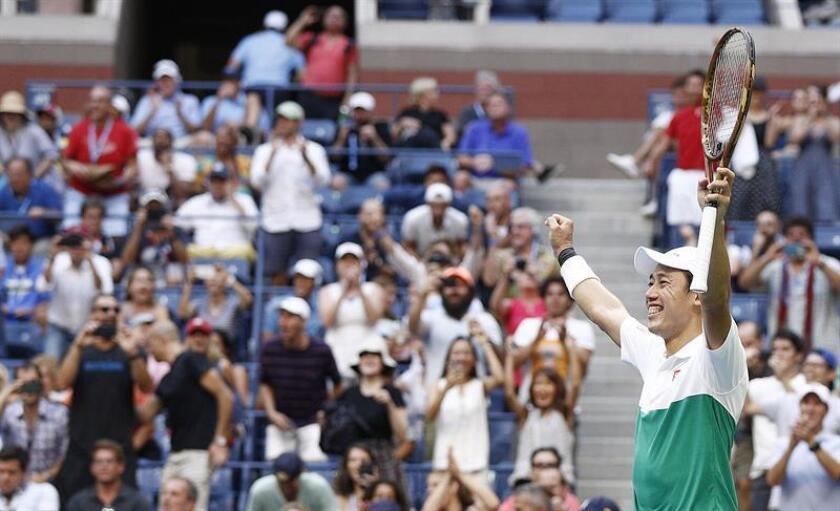 Kei Nishikori de Japón celebra al vencer a Marin Cilic de Croacia hoy, miércoles 5 de septiembre de 2018, en un partido de los cuartos de final del Abierto de Tenis de Estados Unidos en el Centro Nacional de Tenis de USTA en Flushing Meadows, en Nueva York (EE.UU.). EFE
