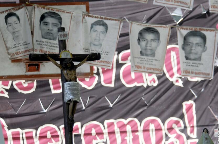 Los padres de los 43 estudiantes de Ayotzinapa pidieron hoy que se indague al nuevo titular de la Agencia de Investigación Criminal (AIC), Omar Hamid García Harfuch, por sus presuntos vínculos con el grupo criminal que estuvo detrás de la desaparición de los jóvenes del sur de México en 2014.