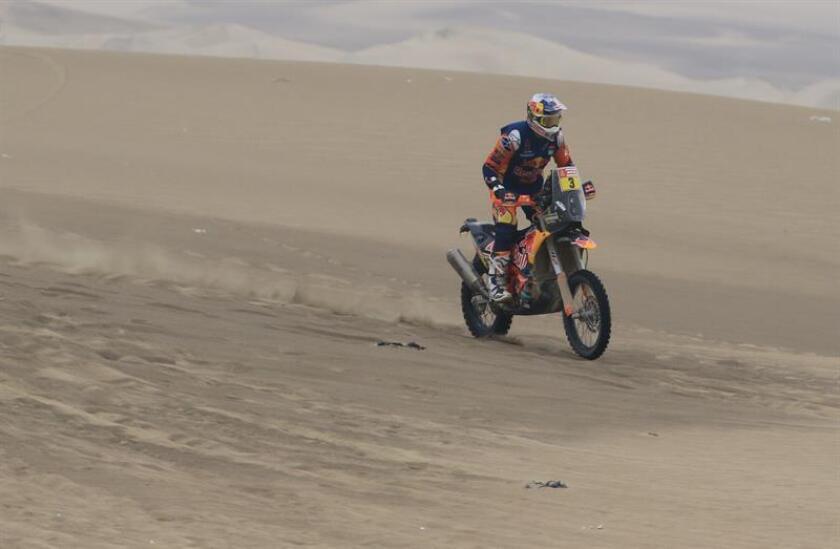 El australiano Toby Price compite en su KTM hoy, durante la octava etapa del Rally Dakar 2019, entre San Juan de Marcona y Pisco (Perú). EFE