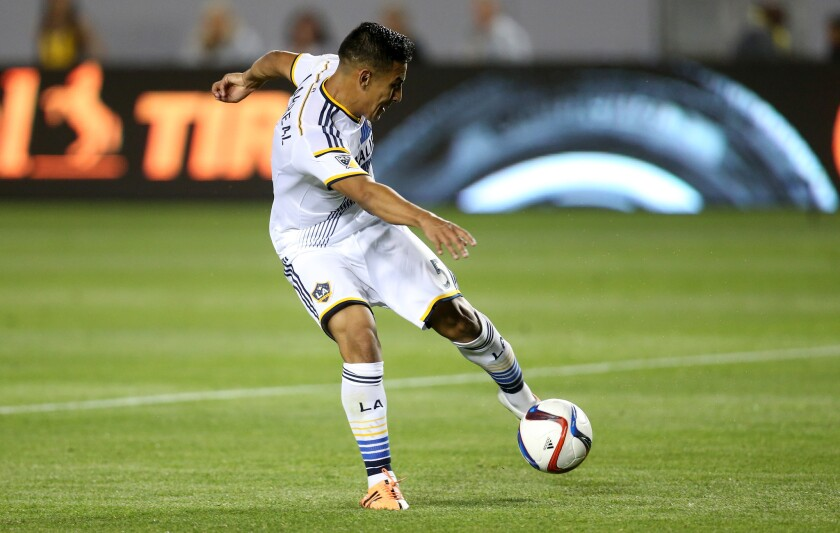 José Villarreal dispara al marco.