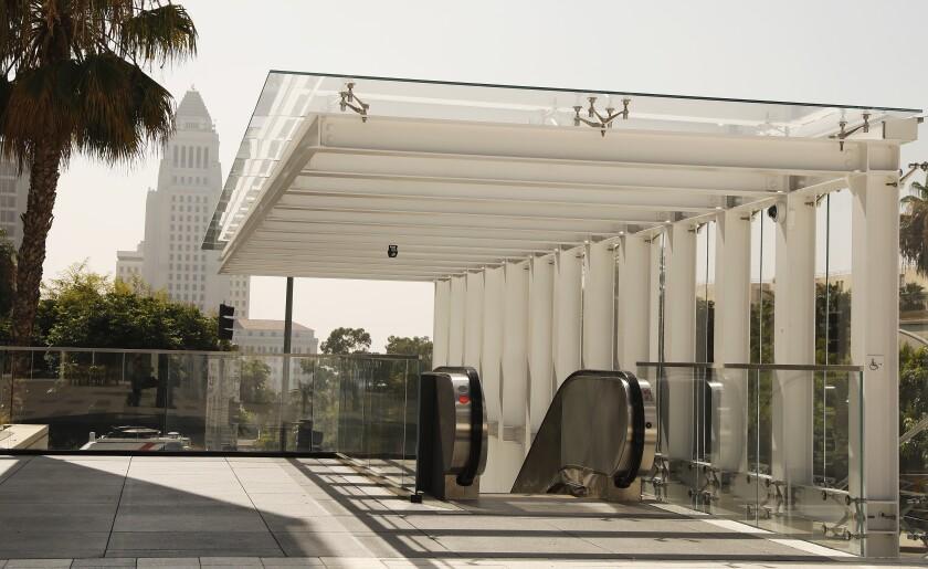 461773_la-et-cam_music-center-plaza_12_ALS.jpg