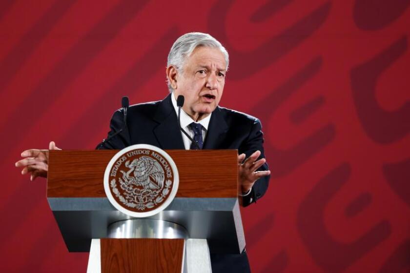 El presidente de México, Andrés Manuel López Obrador, habla durante su conferencia de prensa matutina en Palacio Nacional este jueves en la capital del país. EFE/José Méndez