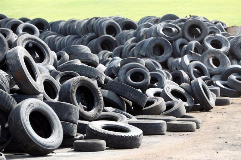 Diariamente se desechan alrededor de 18.000 neumáticos en Puerto Rico. EFE/Archivo