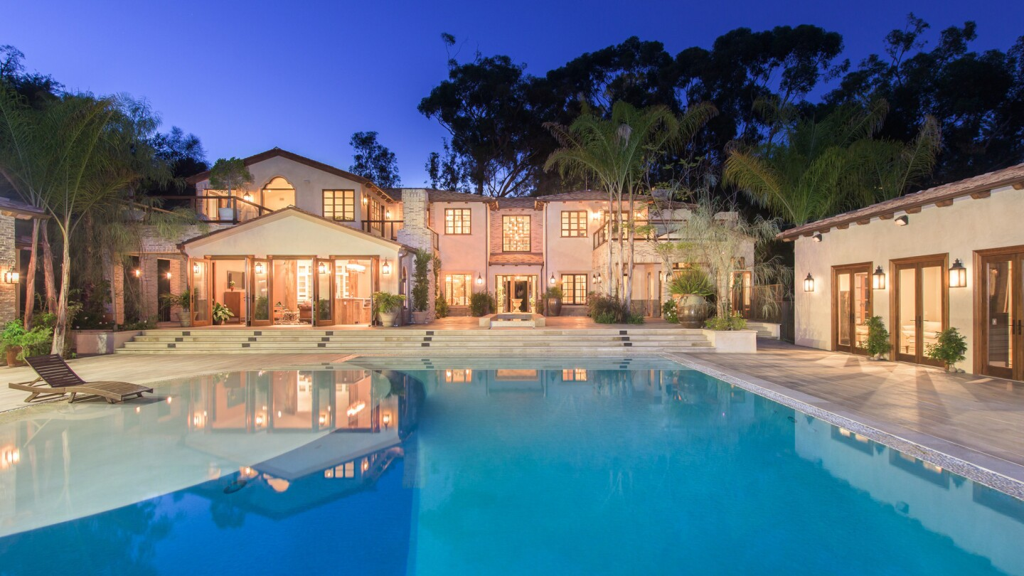 Home of the Day: Worldly details and amenities in Pacific Palisades