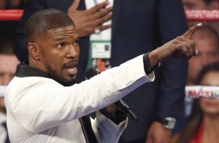 Jamie Foxx slammed for singing national anthem at Mayweather vs. Pacquiao fight