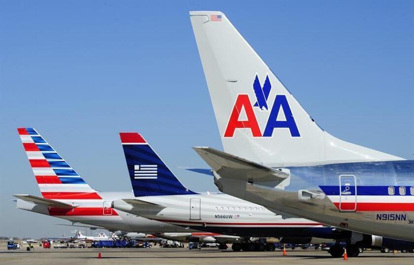 American Airlines (AA) se convirtió hoy en la tercera aerolínea estadounidense que vuela regularmente a Cuba, con sendos viajes a Cienfuegos y Holguín que fueron los primeros originados en Miami en llegar a la isla en más de 50 años. EFE/ARCHIVO