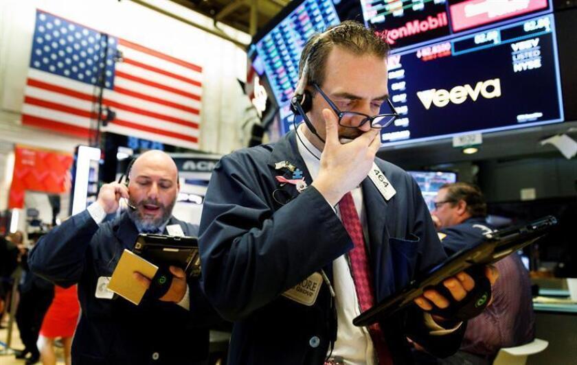 Wall Street cierra mixto y el Dow Jones sube un 0,76 %