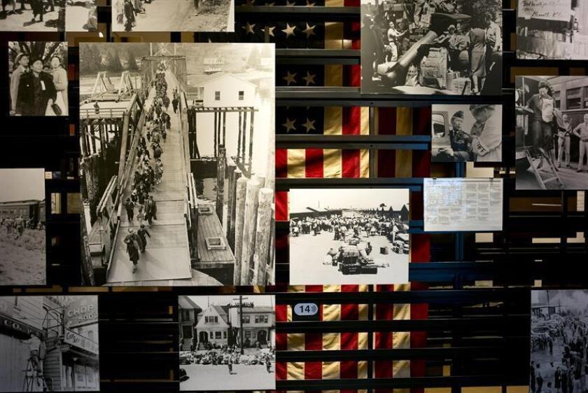 """Fotografía del 21 de junio de 2018 un cartel con fotografías de la exposición """"La vida después de Manzanar. Reasentamiento"""" en el Museo Japonés Americano, en Los Ángeles, California (EE.UU.). EFE"""