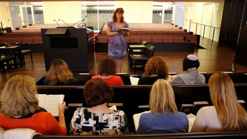 Cheri Weiss leads a high holy days preparation class at Congregation Beth El in La Jolla on Sept. 22.