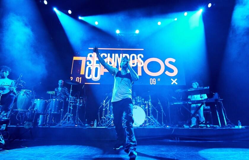 El repertorio de la gira actual incluye muchas canciones de Calle 13.