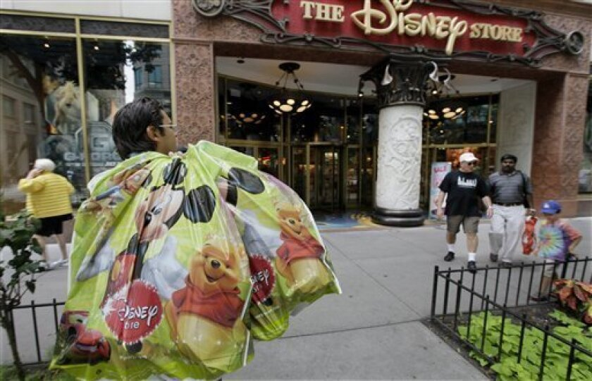 In this Aug. 10, 2009 photo, people shop along Michigan Ave., in Chicago. Consumer spending, propelled by the wildly popular Cash for Clunkers auto sales program, shot up in August by the largest amount in nearly eight years even though personal incomes continued to lag. (AP Photo/M. Spencer Green)