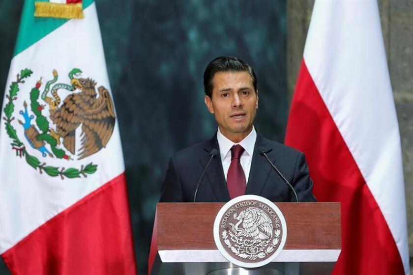 Peña Nieto promulga Ley Desaparición Forzada y se solidariza con familiares