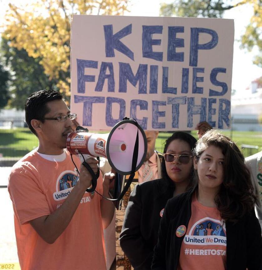 Un beneficiario de la Acción Diferida (DACA) solicitó hoy sin éxito a las autoridades un permiso para salir temporalmente del país y despedirse de su abuelo en México, quien se encuentra gravemente enfermo. EFE/ARCHIVO