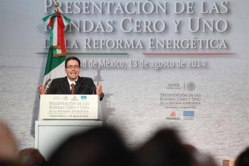 P.M.I. Comercio Internacional, filial de Petróleos Mexicanos (Pemex), será la encargada hasta finales de 2017 de vender los hidrocarburos que el Estado obtendrá mediante contratos de producción compartida, informó hoy la Comisión Nacional de Hidrocarburos (CNH). EFE/ARCHIVO