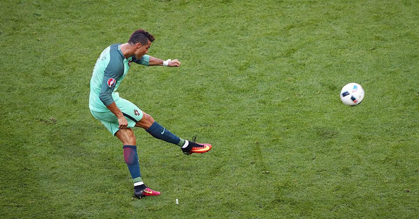 El astro luso anotó a los 50 y 62 minutos para convertirse en el primer futbolista que marca goles en cuatro ediciones distintas de la Eurocopa.