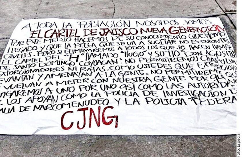 Con amenazas contra agentes de la Procuraduría de Justicia capitalina (PGJ) y la Policía Federal, dos mantas fueron colgadas la mañana de ayer en Periférico Sur, firmadas por el Cártel de Jalisco Nueva Generación (CJNG).