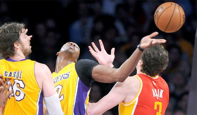 Dwight Howard youngest player in history to collect 9,000 rebounds