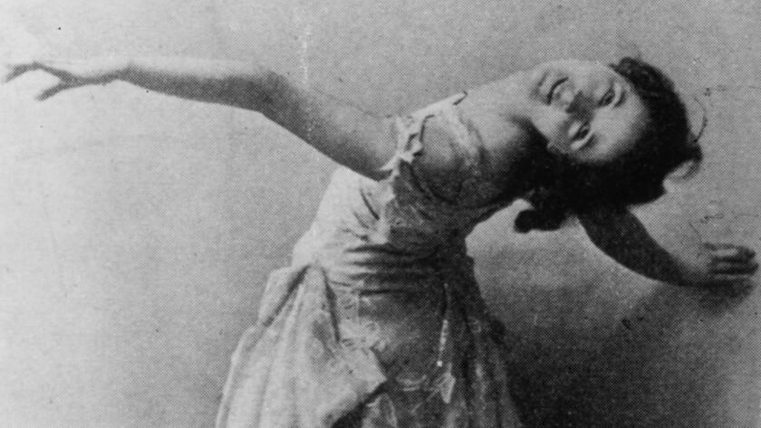 Isadora Duncan dancing in 1899.