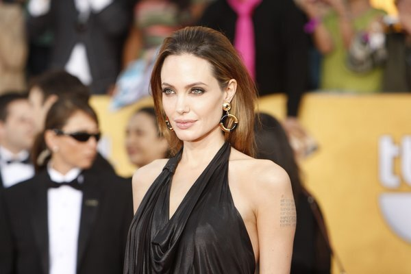 Here are some lip-smacking commercials that Angelina Jolie appeared in for the Japanese beauty company Shiseido.