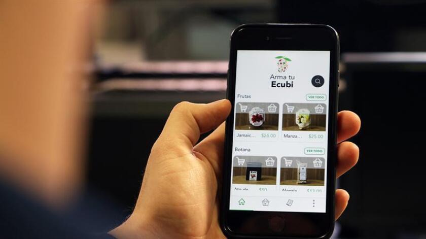 Fotografía cedida hoy por la Universidad del Valle de México (UVM) que muestra la aplicación móvil que un estudiante mexicano desarrolló, que ayudaría a mejorar la cadena de suministro de alimentos e impulsar el comercio justo de los productores agrícolas. EFE/UVM/SOLO USO EDITORIAL