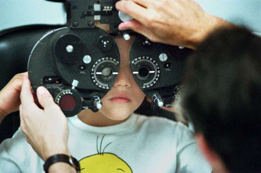 La miopía no es reversible ni es curable, pero su progresión puede ser frenada, según expertos.