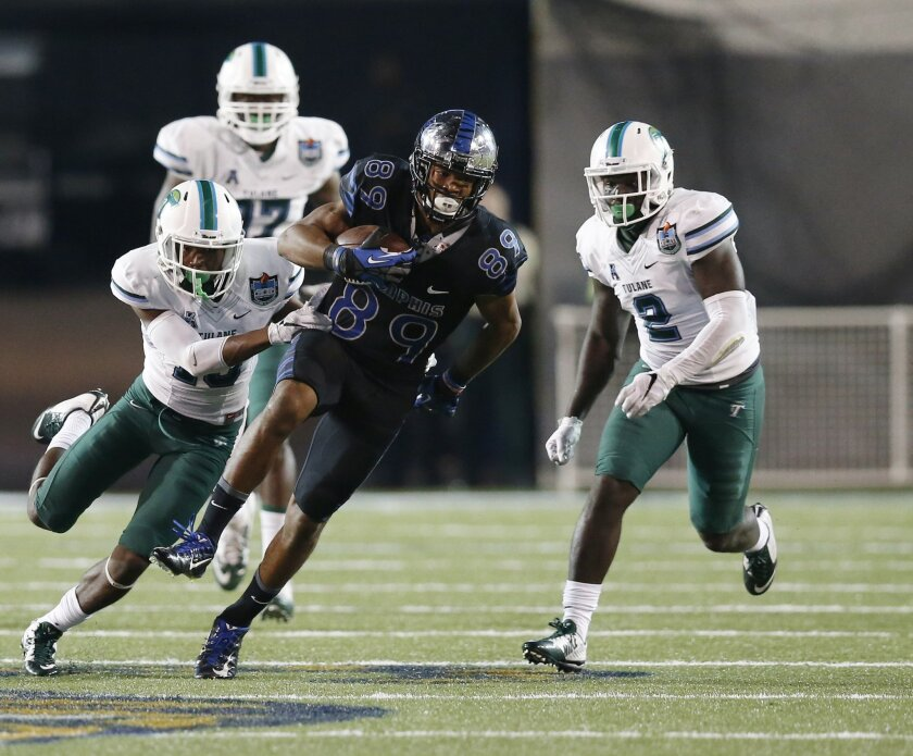 Memphis wide receiver Phil Mayhue (89) pulls away from Tulane defenders in the second half of an NCAA college football game in Memphis, Tenn., Saturday, Oct. 31, 2015. No. 16 Memphis won 41-13. (AP Photo/Rogelio V. Solis)