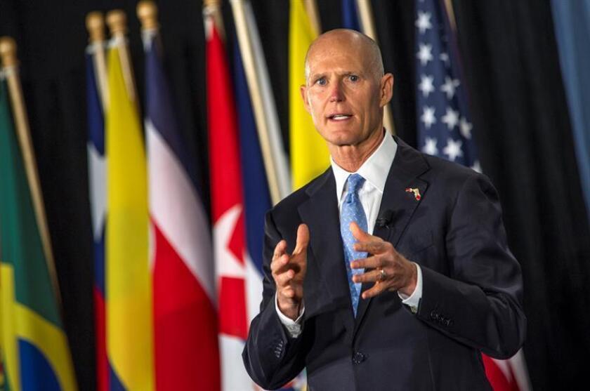 El gobernador de la Florida, Rick Scott, habla en una conferencia de prensa. EFE/Archivo