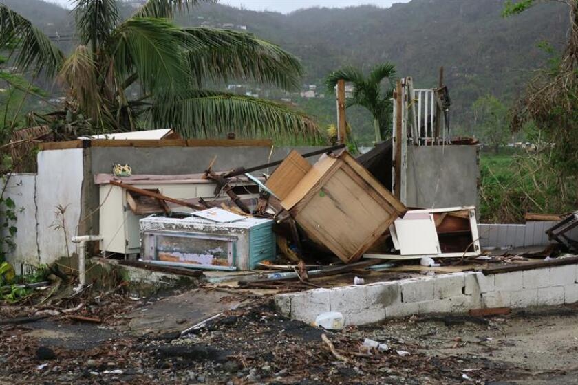Vista de una casa totalmente destruida por el paso del huracán María en el municipio de Yabucoa, al sureste de Puerto Rico. EFE/Archivo