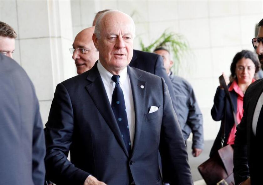 """El mediador de la ONU para Siria, Staffan de Mistura, aseguró hoy que ha llegado el momento de volver a explorar negociaciones de paz en Siria y pidió al régimen de Damasco una """"señal"""" de que está dispuesto a discutir seriamente. EFE/EPA/ARCHIVO"""