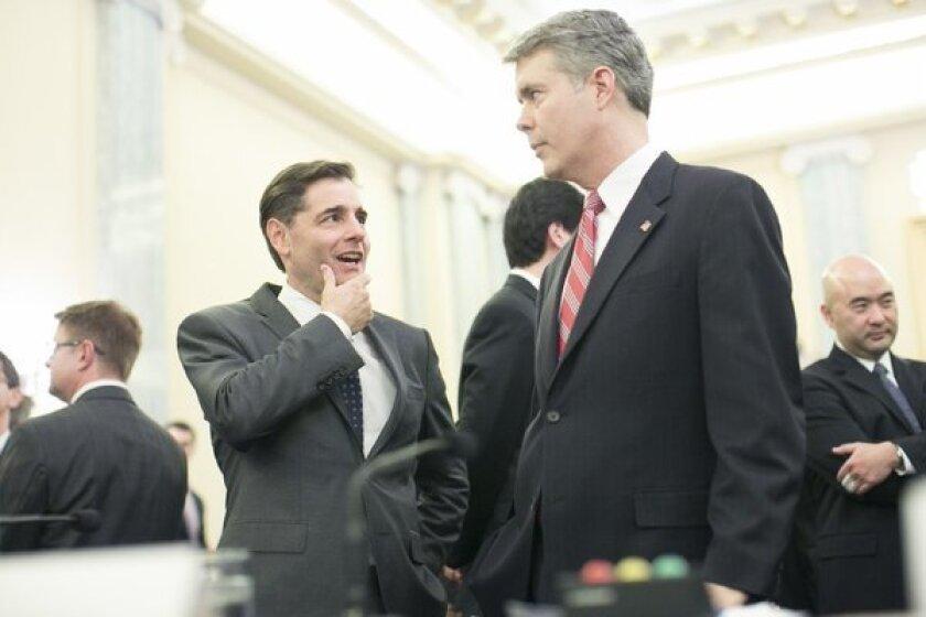 Public-interest group blasts outgoing FCC Chairman Genachowski