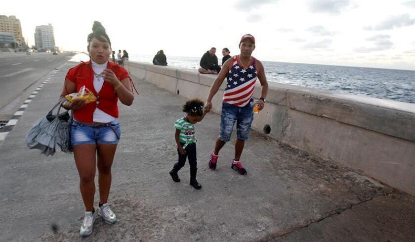 """Estados Unidos y Cuba destacaron hoy la reducción del flujo migratorio desde la isla durante el último año como consecuencia del fin de la política de """"pies secos/pies mojados"""", que decretó el expresidente Barack Obama días antes de dejar la Casa Blanca. EFE/ARCHIVO"""