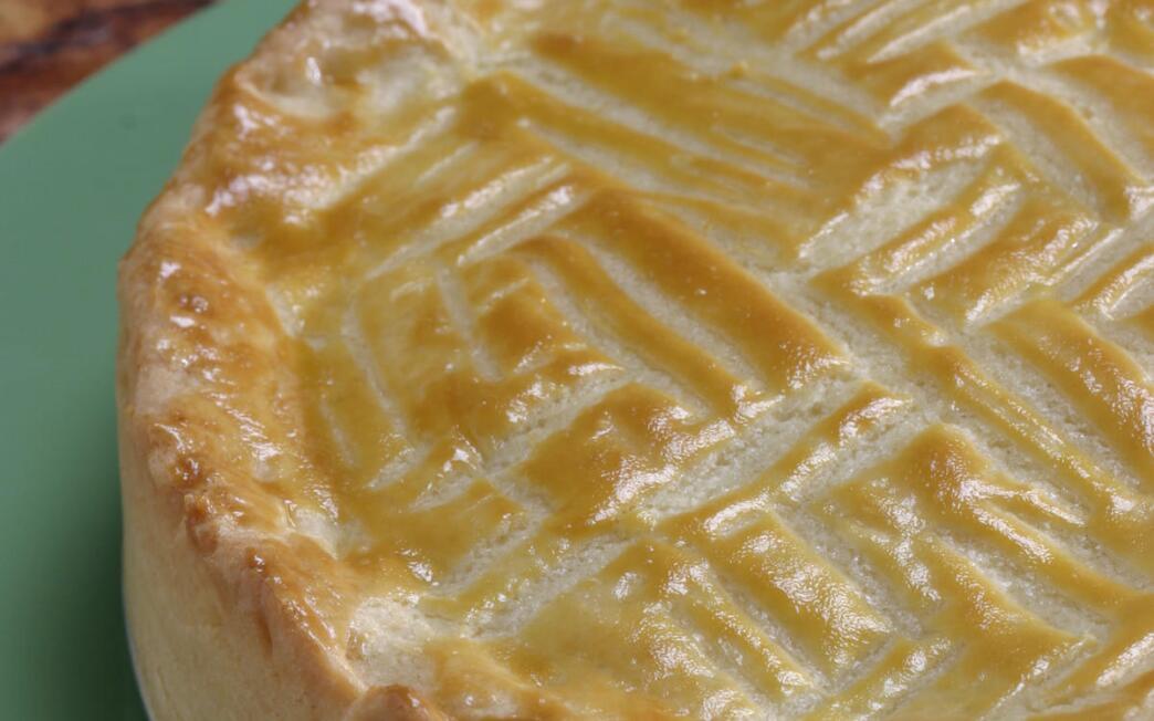 Caramelized-apple gateau basque