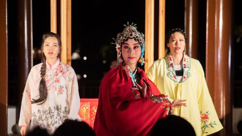 la-et-cm-a-nightwalk-in-the-chinese-garden