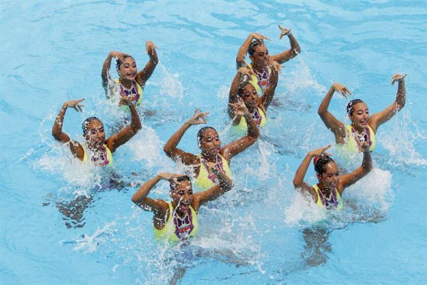 El equipo de nado sincronizado de México compite en la prueba equipo libre hoy, jueves 2 de agosto de 2018, en los XXIII Juegos Centroamericanos y del Caribe 2018 en Barranquilla (Colombia). EFE
