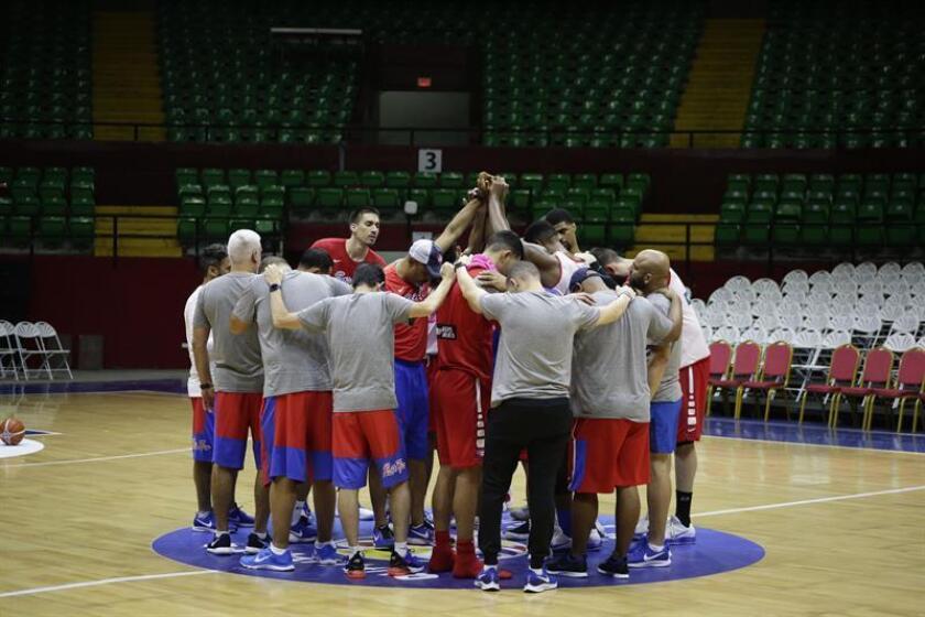 Vista de un entrenamiento de la selección de baloncesto de Puerto Rico. EFE/Archivo