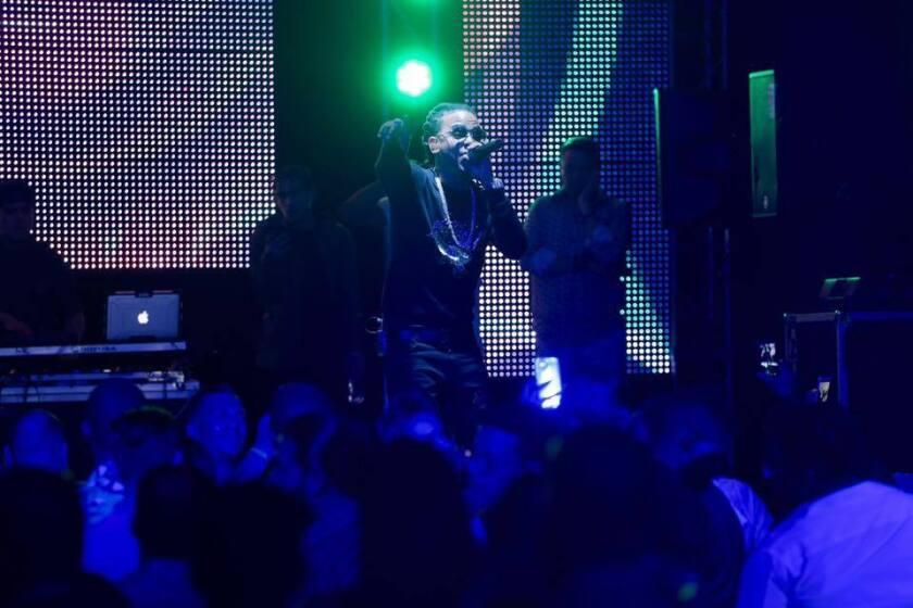 El intérprete de reggaetón y trap Ozuna cumple una gran deuda pendiente con sus numerosos fans al lanzar su primera producción discográfica.