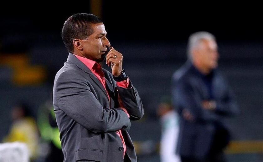 En la imagen, el entrenador colombiano Alexis García. EFE/Archivo