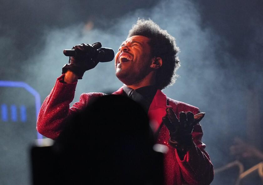 ARCHIVO - The Weeknd durante su espectáculo del medio tiempo del Super Bowl el 7 de febrero