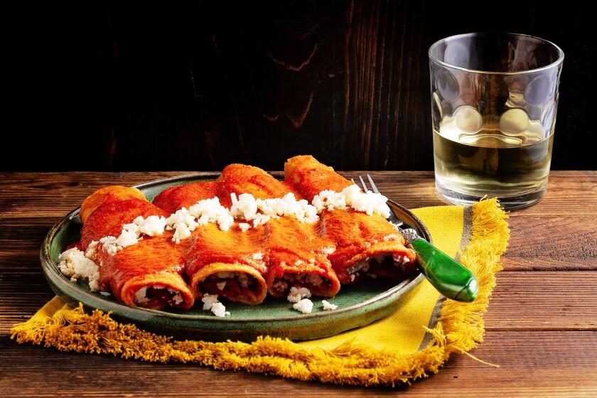 A plate of entomatadas.