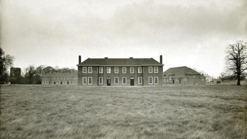 Los dormitorios de los pacientes del hospital psiquiátrico de Aston Hall.