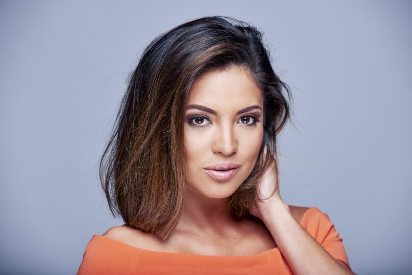 """La peruana criada en Miami es una de las estrellas del programa de Univision """"Primer Impacto"""", y llama también la atención por su belleza."""