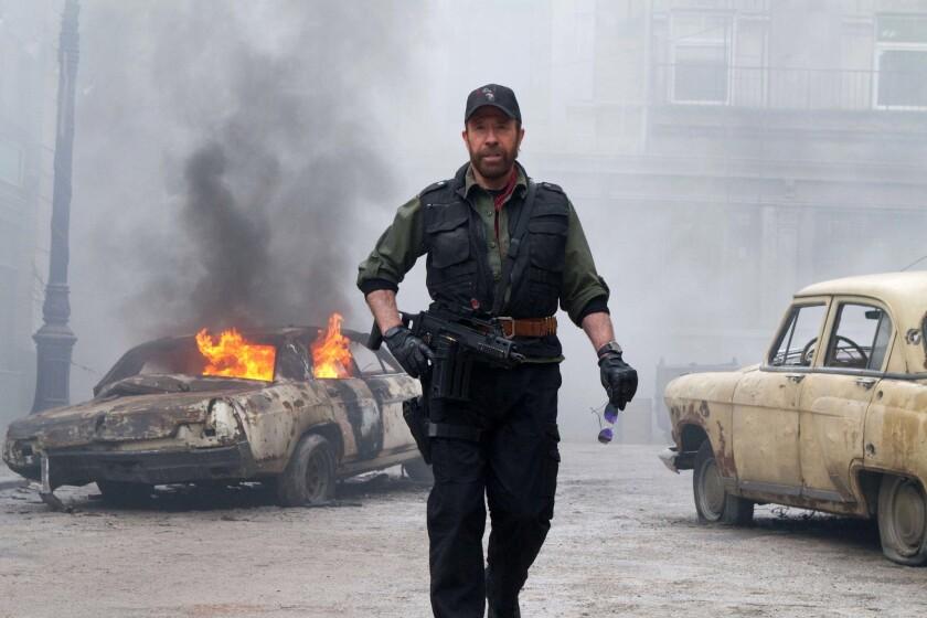 Algunos de los actores que se hicieron famosos en películas de acción parecen haberse jubilado y solo aparecen en pantalla en raras ocasiones, como hizo Chuck Norris en la cinta The Expendables 2.