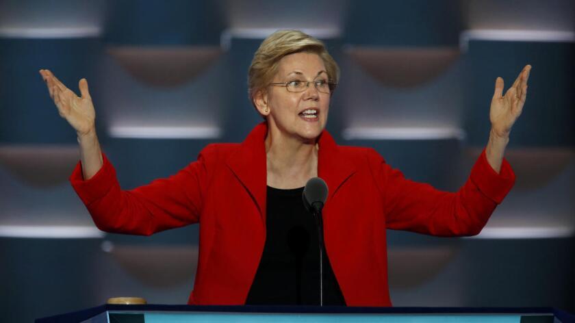 """Durante su intervención en la Convención Demócrata, Warren criticó el egoísmo ininterrumpido del magnate inmobiliario, de quien dijo se dedica a """"encender los ánimos"""" para ampliar las divisiones, el odio y el miedo."""