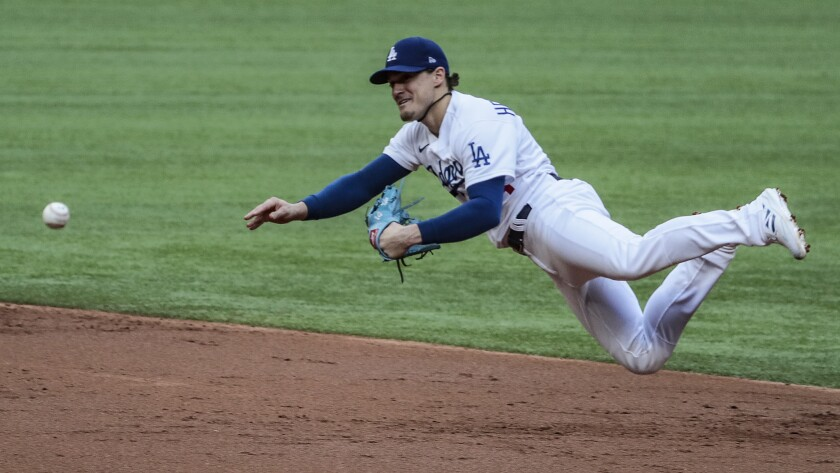 Dodgers second baseman Kiké Hernández dives to make a throw during the NLCS.