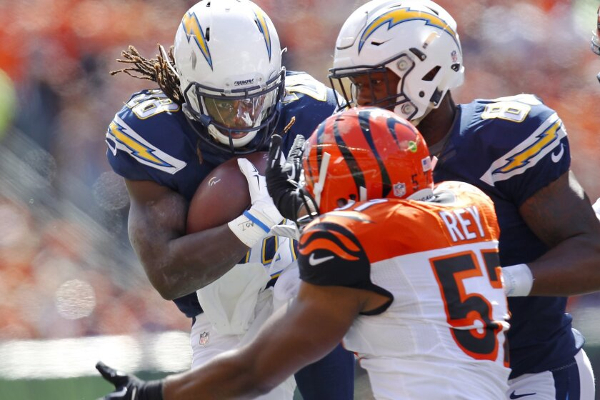 Chargers Melvin Gordon runs the ball against the Bengals in the 1st quarter.