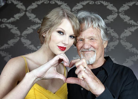 Country singers Taylor Swift and Kris Kristofferson show their love before the concert.
