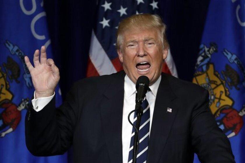 """El candidato republicano a la Casa Blanca, Donald Trump, instó hoy a los estadounidenses que ya han votado por anticipado a su rival, la demócrata Hillary Clinton, y que sufran """"remordimiento de consciencia"""", a que cancelen ese voto y opten por él el próximo 8 de noviembre."""